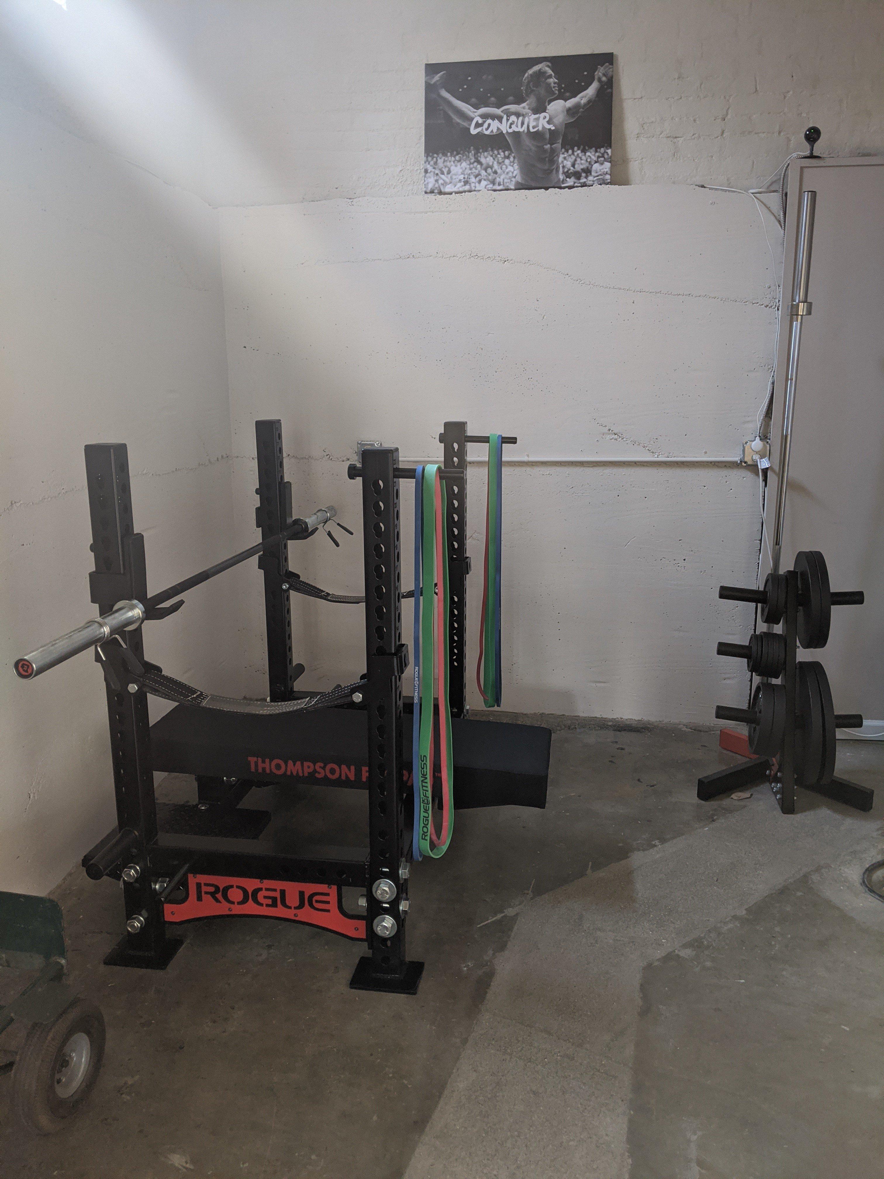 Bench press station